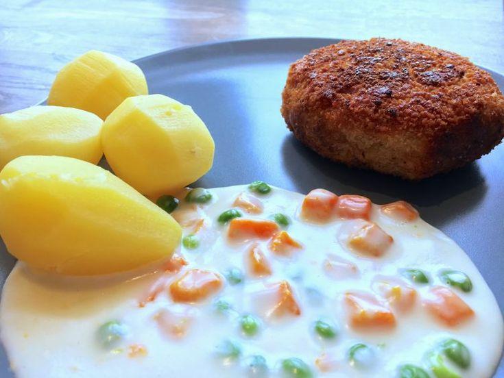 Krebinetter med stuvede ærter og gulerødder