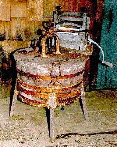 Grandma's Old Wringer Washing Machine | www.