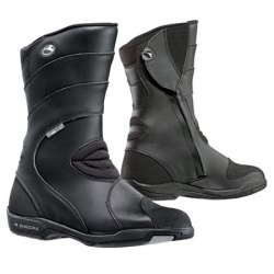Bota touring unisex impermeable de color negro, cierre con cremallera y velcro, suela antideslizante, ligera y cómoda de llevar.