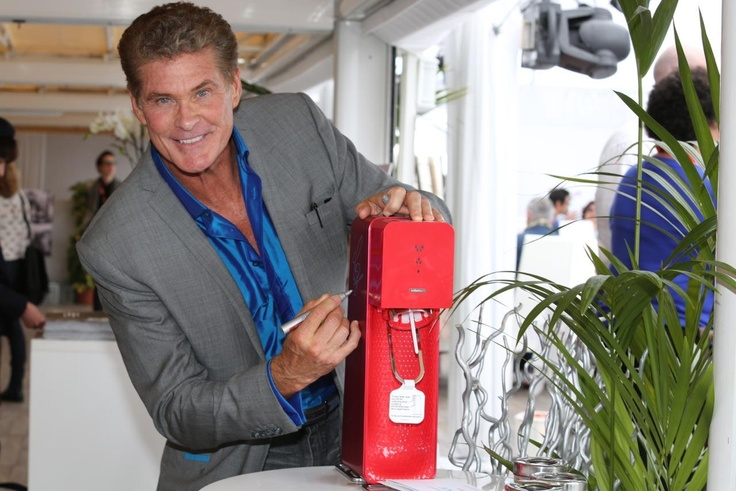 David Hasselhoff signing a Source at #Cannes2013