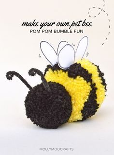 Cute Pom Pom Craft - How to make a stripey pom pom bee | MollyMooCrafts.com