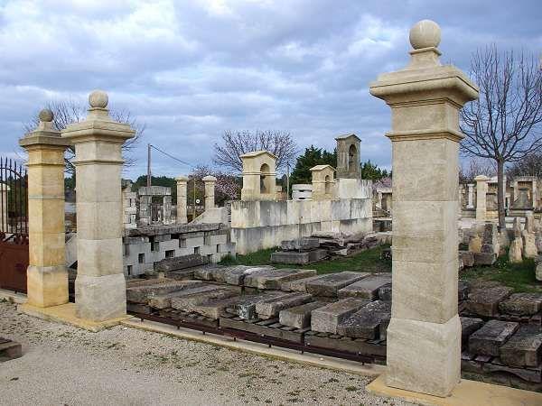 Les 25 meilleures id es de la cat gorie piliers de pierre sur pinterest - Pilier de portail en pierre ancien ...