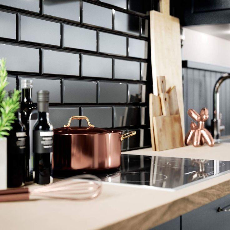 Fliesen im Stil der Londoner U-Bahnstationen bahnen sich den Weg in unsere Küchen und vereinen den warmen Landhausstil mit kühlem Industrie-Chic. ☝️ #inneneinrichtung #instahome #inspiration #home #underground # station #kitchendesign #kochen #architektur #bremen #lüneburg #stade #einbauküche #Wochenende #luxus #küchen #Küchenstudio #architektur #hamburg #einbauküche #wohnen #immobilien