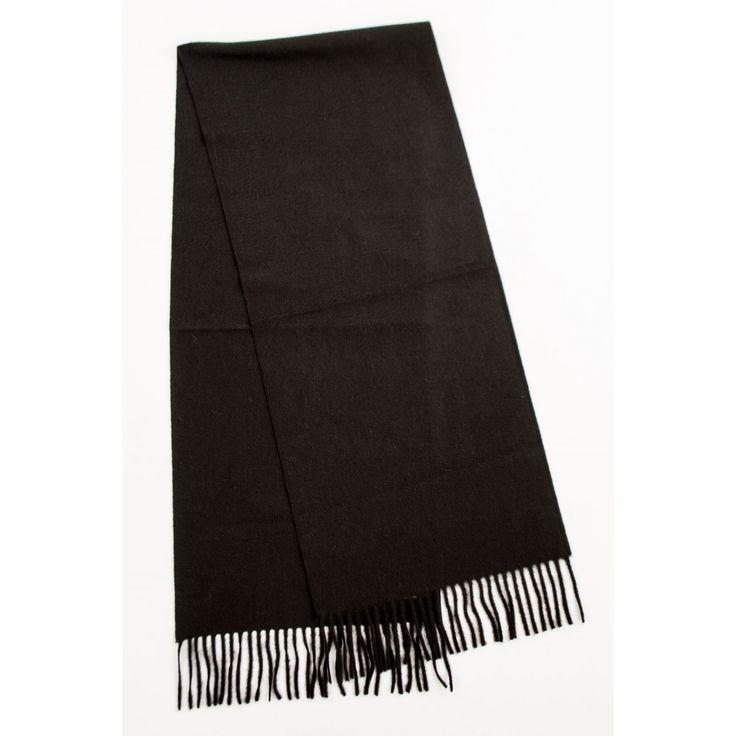 Simple Er ist klassisch aber niemals langweilig Ein hochwertiger Schal darf genauso wie ein gut sitzender Anzug in keinem Kleiderschrank fehlen