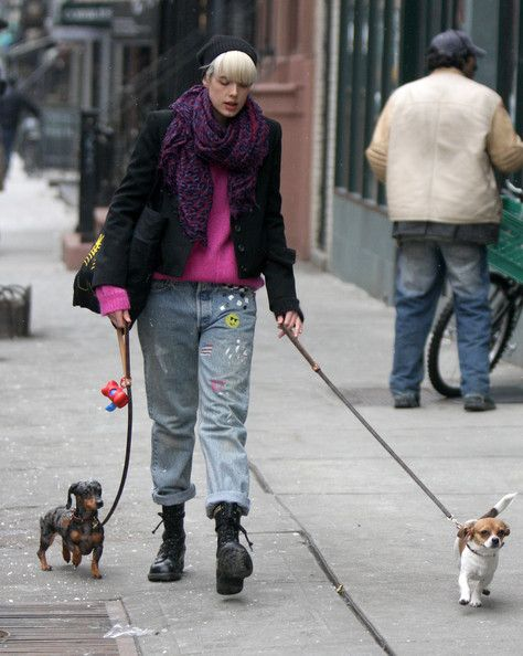 Agyness Deyn Walking Her Dogs In New York...