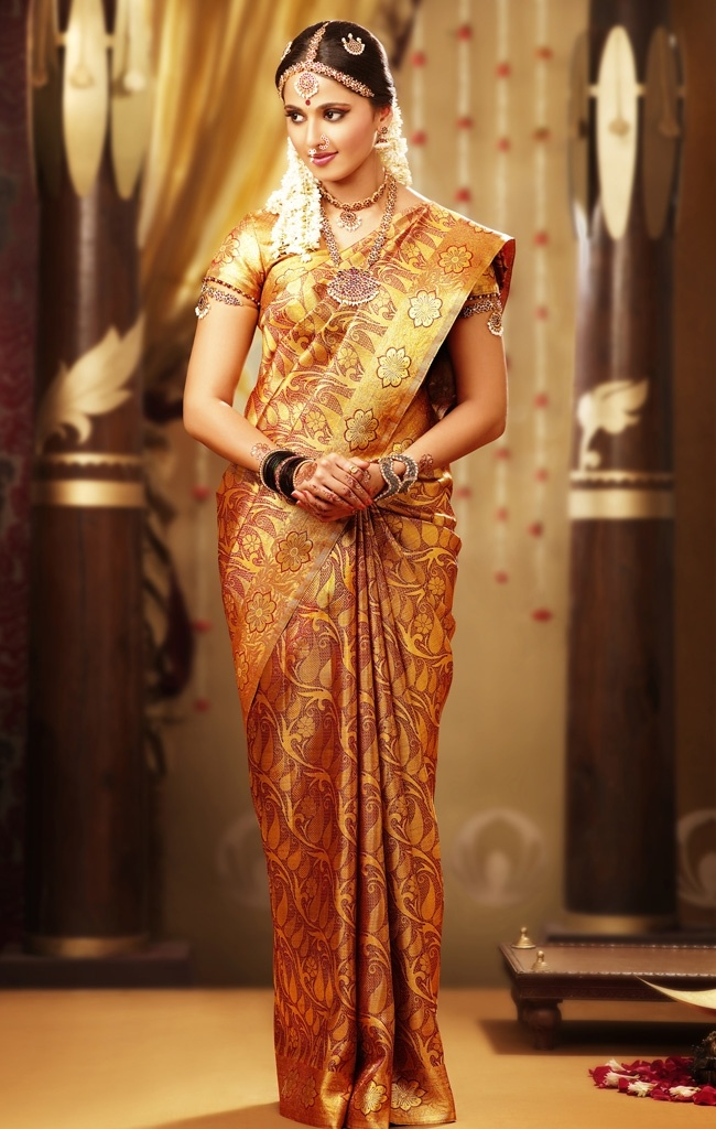 Typical Tamil wedding dress, am not sure whether I will go for this one, note the ornaments, all part of 16 ornaments, I am supposed to wear