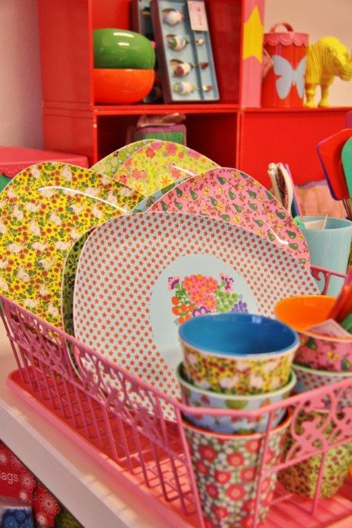 patterned melamine...cute for picnics  http://www.juffrouwzonderzorgen.nl