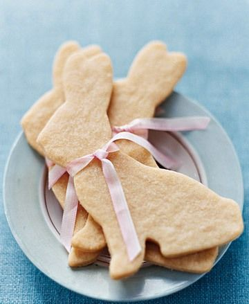 Bunny cookies. Perfect for a Beatrix Potter theme.Have these for the girls to decorate so they don't feel left out.