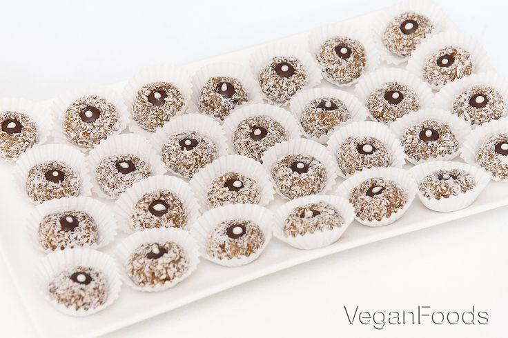 Ovocné kuličky v kokosu - nepečené cukroví - E-shop, prodej potravin nejen pro vegany | VeganFoods.cz