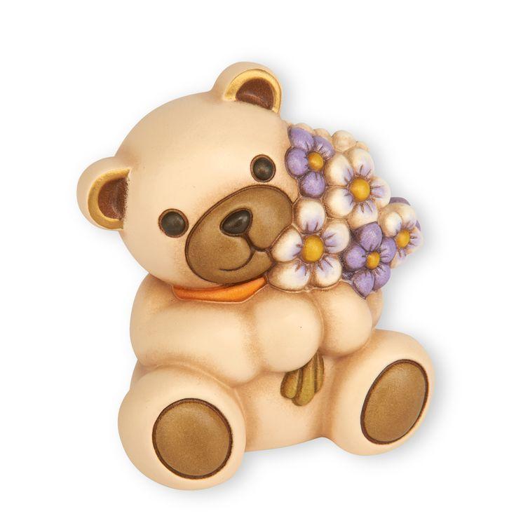 """Be my Teddy! 40 cm di dolcezza """" #gigante """" per la #Primavera 2015. Oggetto unico #thun in edizione limitata. L'orsetto Teddy è una splendida idea regalo! Farà felice la tua mamma, la tua fidanzata, la tua piccola principessa ed il tuo principe! #consegnagratuita e confezione #omaggio. Acquista ora su: http://www.nerisrl.it/…/thun-teddy-che-porge-mazzo-di-fiori/ Super incredible #limitededition #2015 #giant #bear #supercute #neriluxury #madeinitaly"""