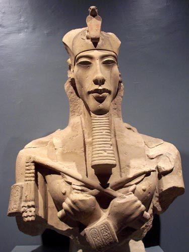 Busto de AKENATON, faraón monoteísta y padre de Tutankamón. Museo Egipcio de El Cairo.