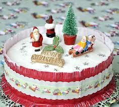 Christmas Cakes with paper frills. My Mum used to ice a Christmas cake like this. I did too back in 70/80s