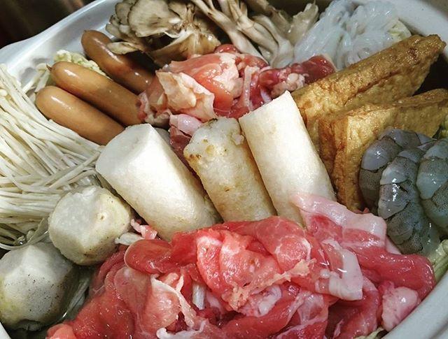 具材盛り沢山の鍋×白ヱビス んまそー!  #晩ごはん#自炊#男の料理#男飯#美味しい#鍋#鍋スタグラム#きりたんぽ#海鮮#肉#ビール#dinner#delicious#nabe#hotpot#washoku#beer#beerlover#cheers#instafood#foodstagram#pork#chicken#seafood#vegetables