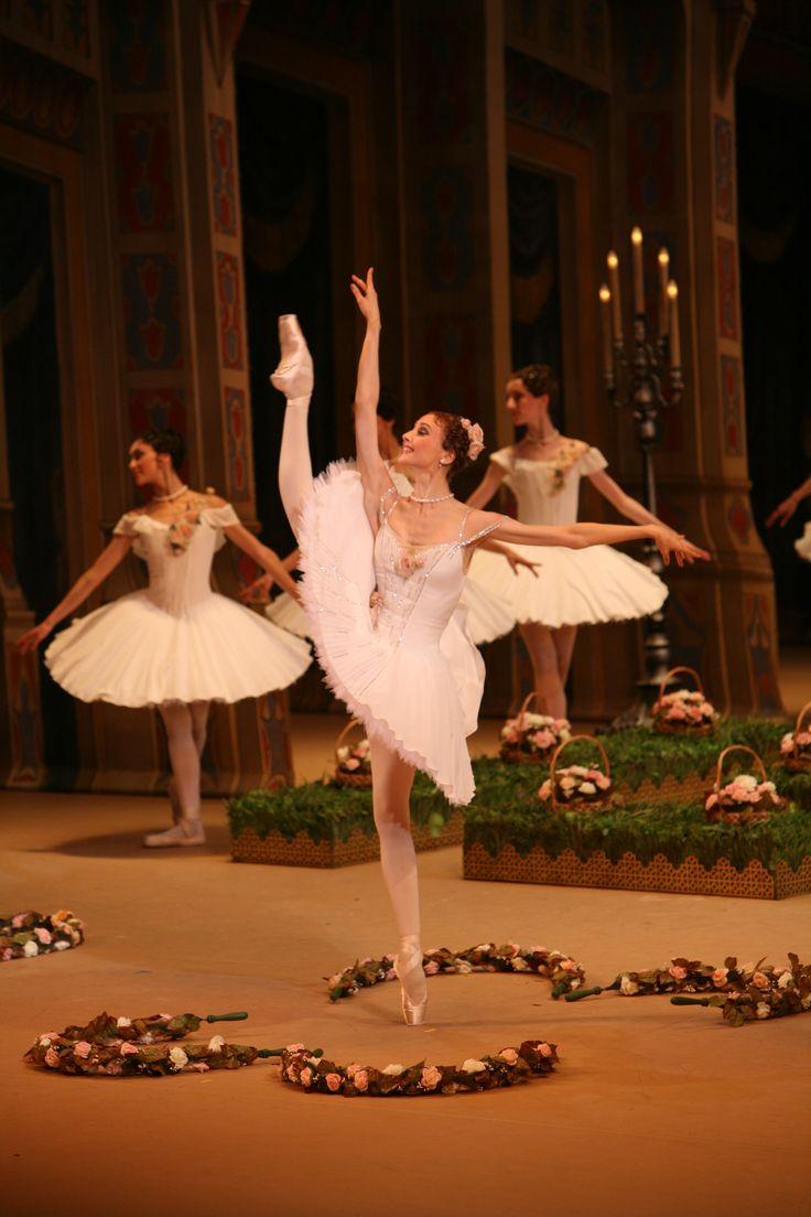 """Svetlana Zakharova as Medora in """"Le Corsaire"""" (Bolshoi Ballet). Photo: Andrei Melanin"""