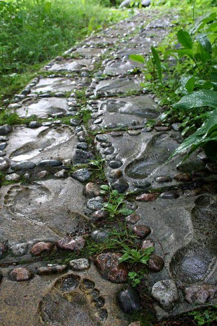 Rönkkösen patsaspuistossa on päivystämässä yhteensä lähes 500 viehättävää betonipatsasta.