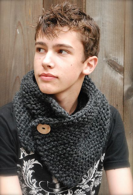 Ravelry: Boston Cowl pattern by Heidi May: I think this is my next project.