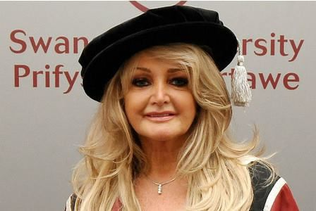 Bonnie Tyler #bonnietyler  #thequeenbonnietyler #therockingqueen #rockingqueen #2013 #wales #swansea #swanseauniversity #honorarydegree #music #rock