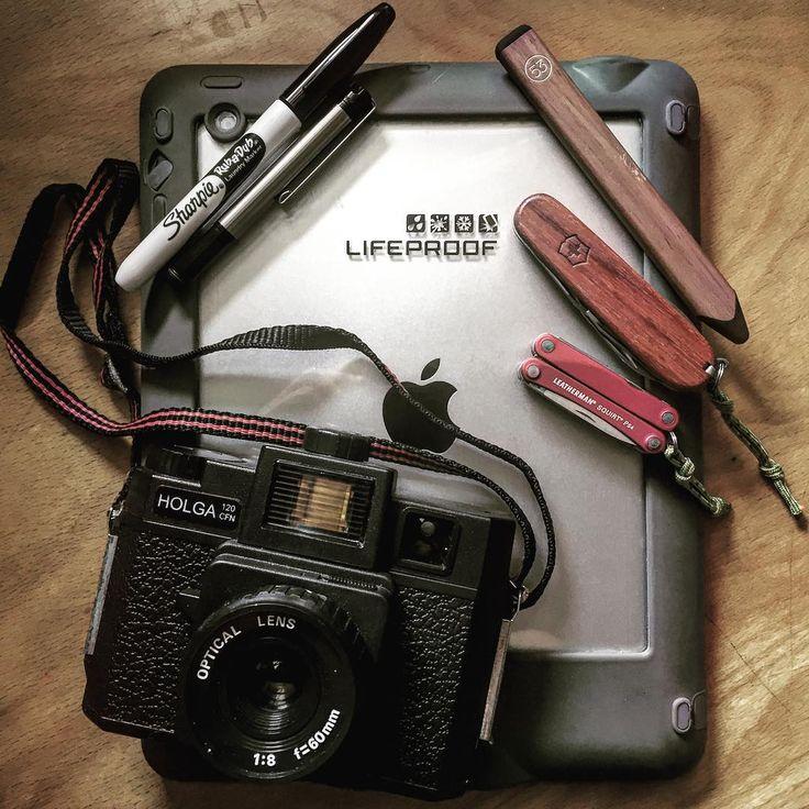Urban carry essentials this Saturday. Have a good one, folks! With my old #holga #holga120. #sharpiepen #everydaycarry #everydaydump #toycam #toycameras #toycamera #lifeproofcase #lifeproofnuud #victorinoxspartan #victorinox #woodscales #edctools #swissarmyknife #leatherman #toysntools #filmisnotdead #filmphotography #mediumformat #53stylus #swissarmy #pockettools #pocketknife #knifestagram #edcshowcase