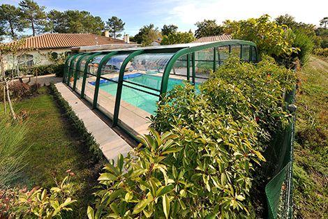 L'abri haut fixe Perfecto est l'abri de piscine résidentiel par excellence au design élégant !