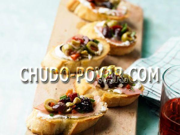 Бутерброды на день рождения с ветчиной и козьим сыром