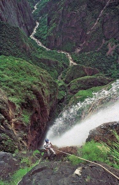 Copper Canyon, Chihuahua Mexico. Veo el rio Urique correr