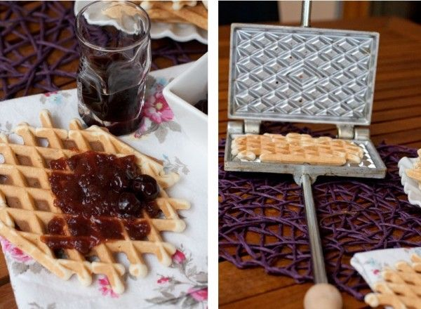 These typical waffles from Abruzzo are also known as neole, cancelle, pizzelle, and coperchiole, depending on different areas of the region. In the past, the typical waffle iron used to make ferratelle was given to a future bride; one side was engraved with the family insigna and the other with the date of manufacturing.