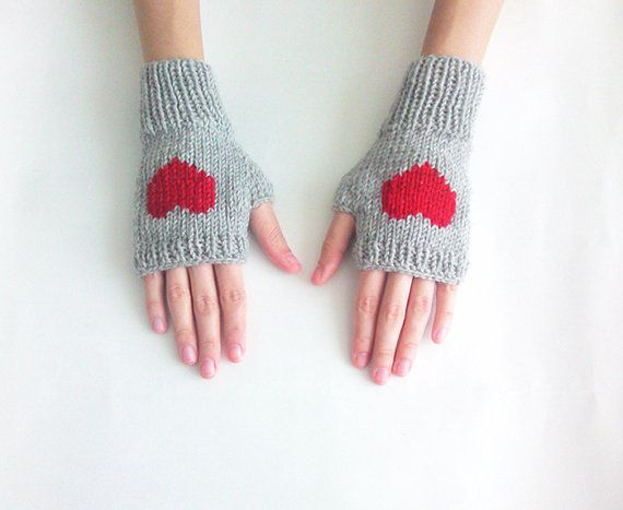 Knit Fingerless Gloves in Silver Grey Dark Red by naryaboutique