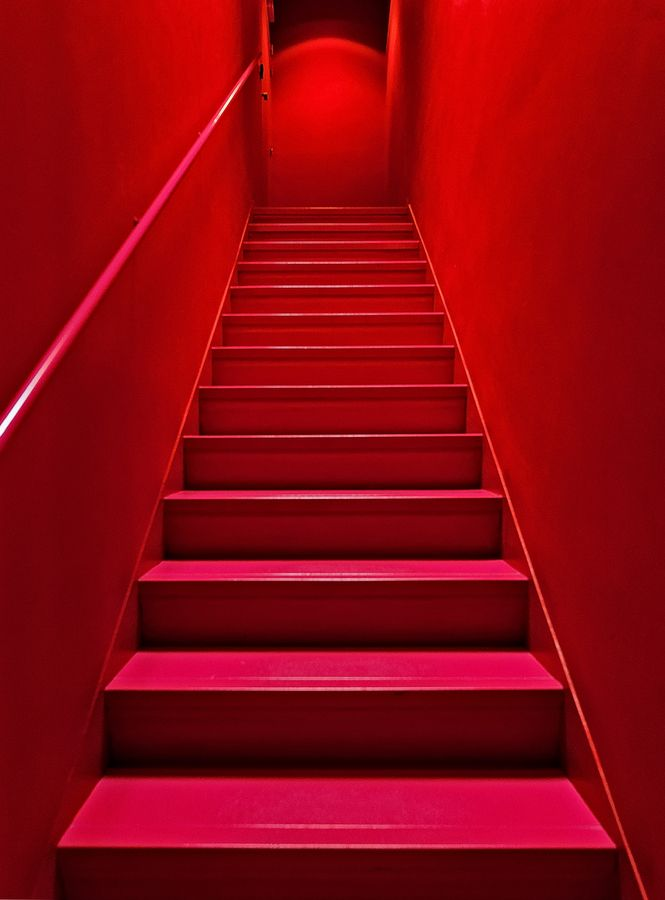 Red Red Red! Escalier rouge by Claude  ROZIER-CHABERT, via 500px