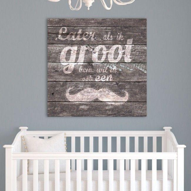 Deze stoere muurdecoratie met humor laat je glimlachen in iedere babykamer of kinderkamer. Echte mannen hebben een snor, toch? Net als papa. Ook leuk als cadeau!