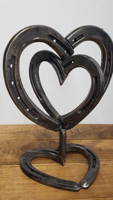 Best 25 horseshoe projects ideas on pinterest horseshoe art horseshoe heart centerpiece rustic wedding by rusticandcountry solutioingenieria Choice Image