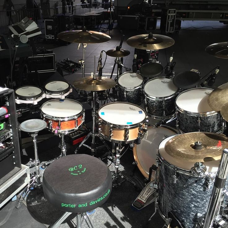 With Billy Ocean today for BBC's The One Show live to BBC 1. No rehearsals couldn't find photos of the kit online so had to come in blind and hope for the best. Thank god for @gibraltarhardware being so user friendly. @sonordrumco SQ-2 kit @zildjiancompany cymbals @remopercussion heads and @dwdrums 9000 pedal. Such a great drum kit. #drumtech #drummer #drums #drumporn #sonordrums #sonor #vaterdrumsticks #remodrumheads #remo #sq2 #tourlife #backlinetech #porteranddavies by cam_drumtech