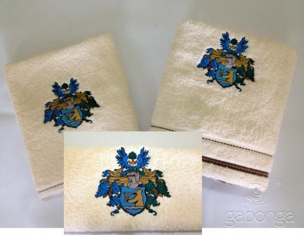 Dodali sme ďalšiu kolekciu uterákov a osušiek pre klienta. Vyšitý je náročný erb na uteráku aj osuške.   Aj Vy môžete mať vlastnú kolekciu uterákov a osušiek vďaka gabonga.sk