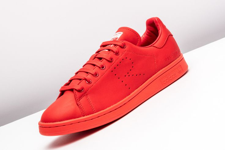 The Raf Simons edition adidas Stan Smith receives a head-turning tonal red colorway.  http://www.stadiumgoods.com/raf-simons-stan-smith-red-red-ftwwht-b24050  #adidas