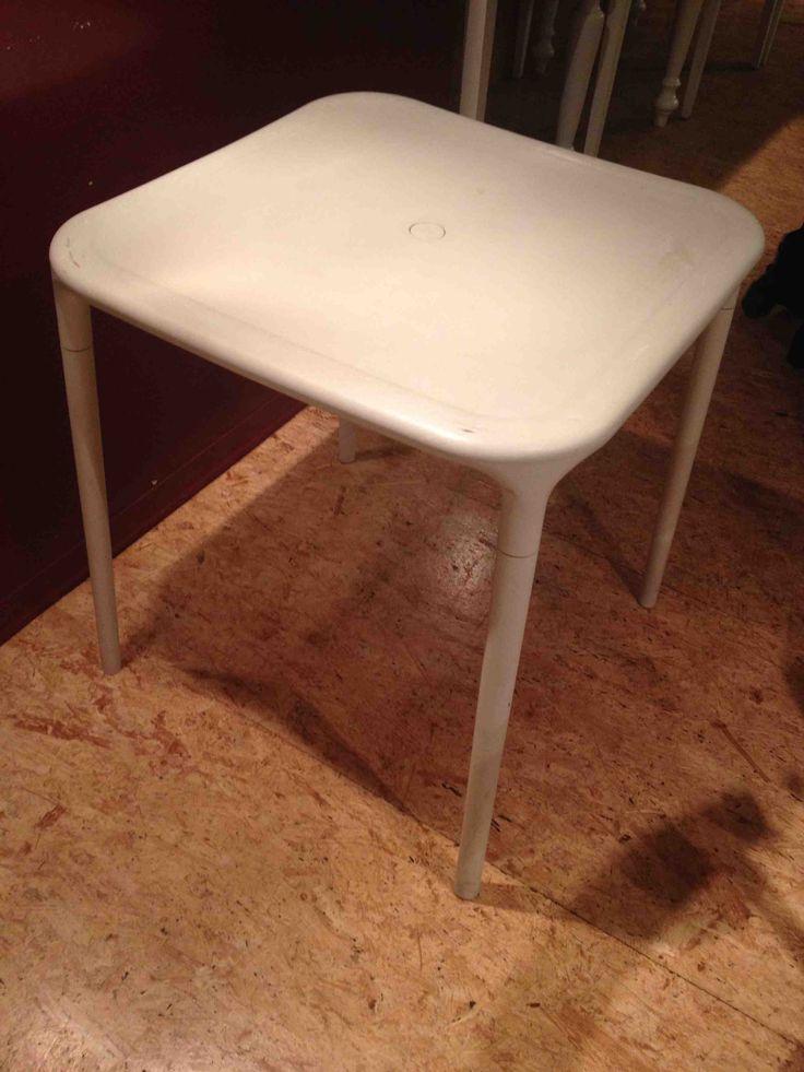 Salve, sono Valentina e 6 tavolini da esterno Air di Magis. Il tavolino, disegnato da Jasper Morrison, è di colore bianco. Usato pochissimo, solo un paio di volte. Posso vendere i tavolini anche se...