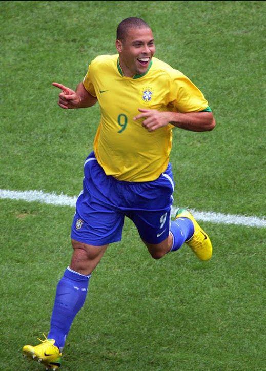 Celebración del gol que anotó vs Ghana y que le consolidó como máximo goleador de la historia de los mundiales.