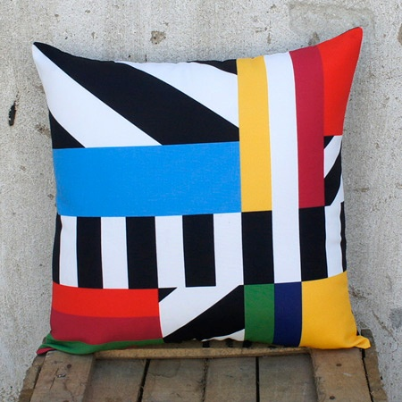 Lines! Horizontal, vertical and diagonals…perfect! They define the whole pillow scheme. Even with a bold black background there are loud colors for a distinct contrast. The result is a unique and striking design.