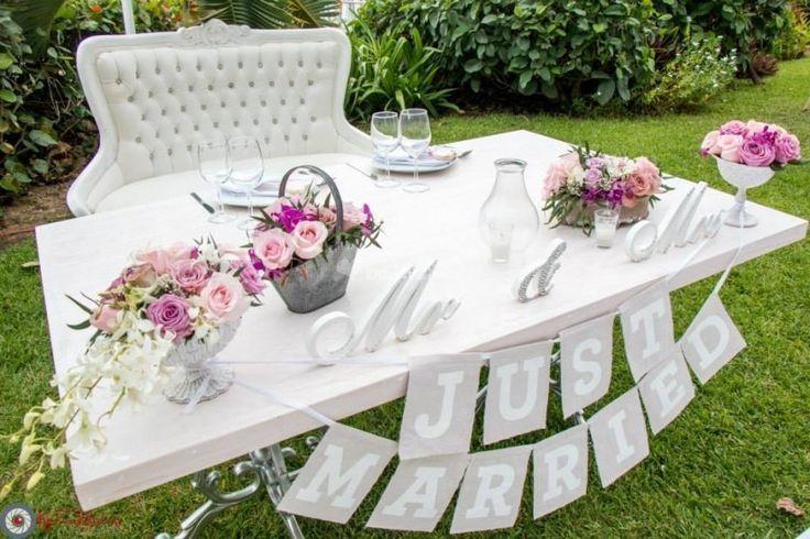 Mesas para novios en bodas al aire libre