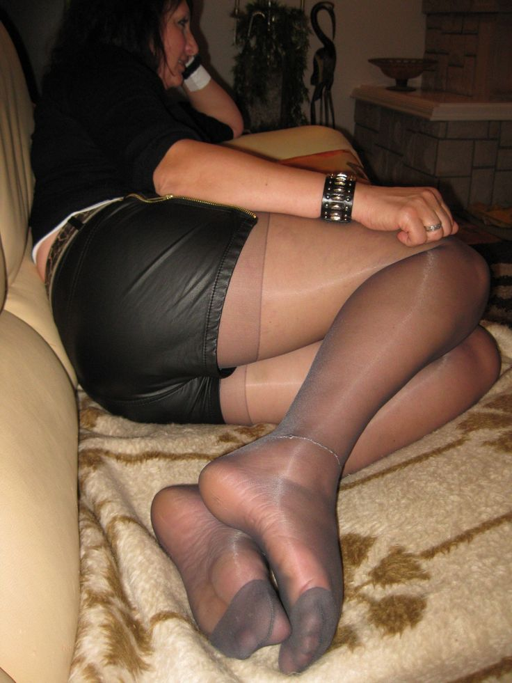 Sexy feet in hose