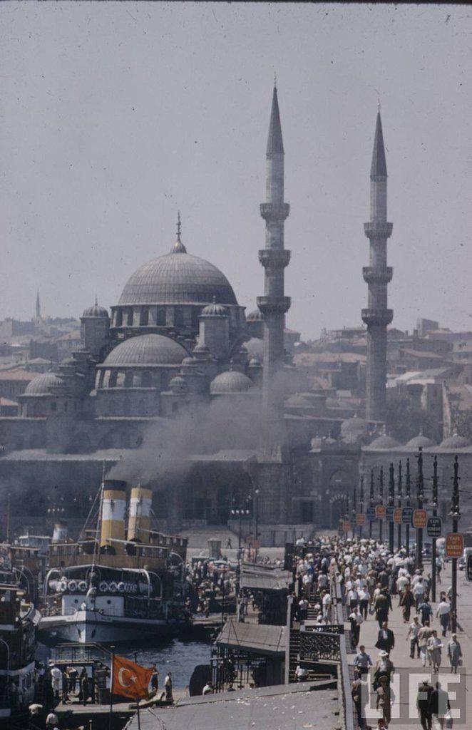 Karaköy'den Galata Köprüsü ve Yeni Cami'ye bakış (1950'li yıllar) #istanbul