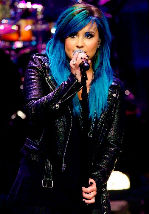 Demi Lovato, blue hair! love it!!!!!!!!!!