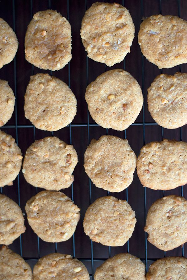 Crunchy Gluten Free Peanut Butter Cookies - A sugar free, grain free, and gluten free peanut butter cookies recipe using crunchy peanut butter, almond flour, and sweetened with Swerve sweetener and stevia for a delicious chewy peanut butter cookie.