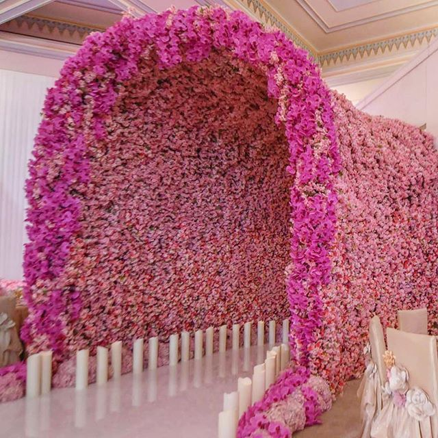 Hello #FloralWall! This flower-filled walkway by #nasheedevents has us dreaming of a dramatic #reception entrance.