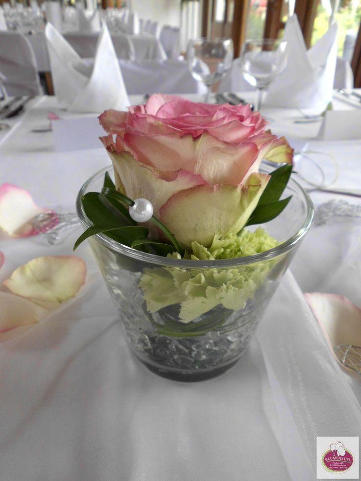 EsperanceRosen und grne Nelken  Tischdeko  Tischdeko