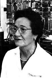 JOSEFA MOLERA (31 de Diciembre del 1986, Madrid). Se especializó en química en Madrid, realizó estudios electroquímicos, cromatografía de gases. Ha dado diversas aportaciones al conocimiento de las reacciones de combustión, descubrió y estudió la transmisión gradual de la llama fría a la explosión, que ningún otro científico había observado. Ha obtenido premios, como por ejemplo el Premio Extraordinario de Doctorado.