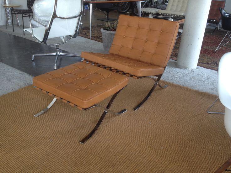 Nieuw is de barcelona stoel hocker in de winkel for Bauhaus stoel leer