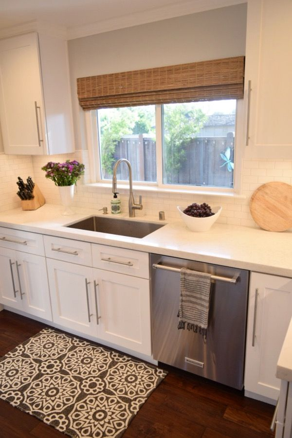 Accessorizing a white kitchen is so fun and easy with rugs vases and towels from