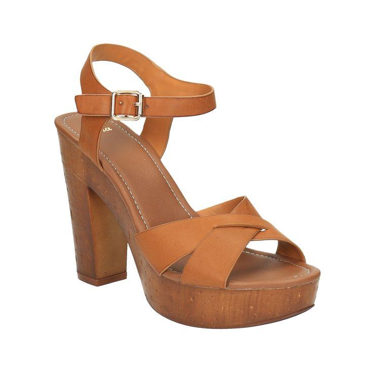 Dámské sandály mají masivní podpatek a platformu v přírodním designu. Tento model vám prodlouží nohy a zároveň je stabilní. Vyzkoušejte kombinaci s džínami do zvonu nebo se šaty v Etno stylu.