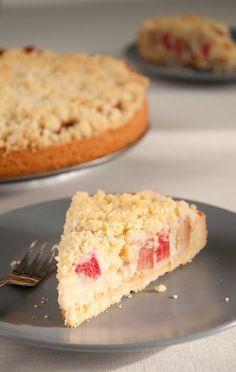 Rhabarberkuchen mit einer Puddingcreme gefüllt und Streuseln #Rhabarber #Streusel #Streuselkuchen