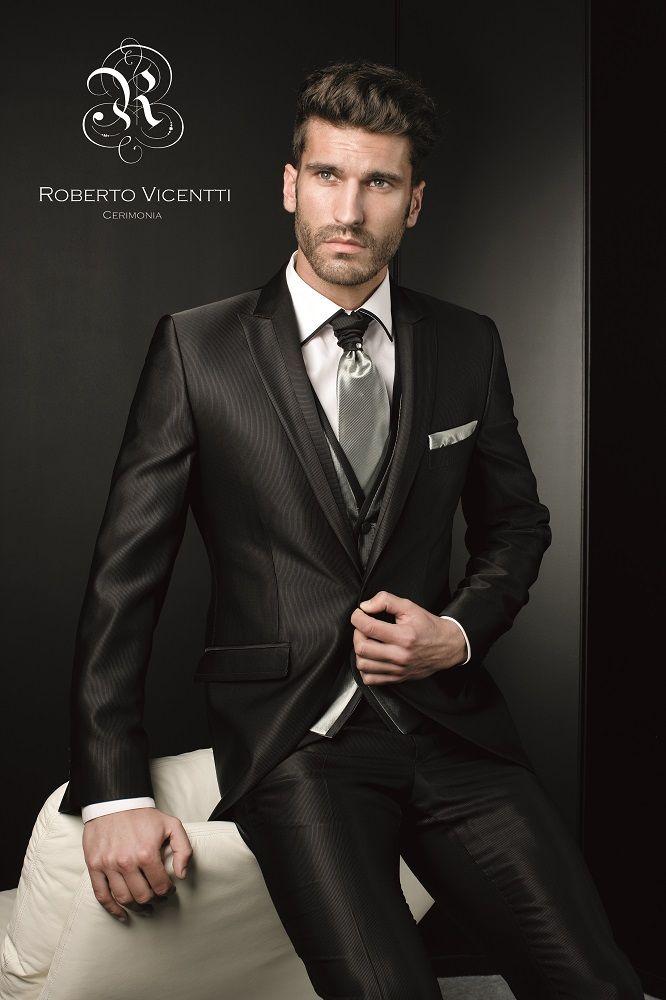 Traje de novio de Roberto Vicenti en Dream Day Valladolid. Más en www.dreamday.es