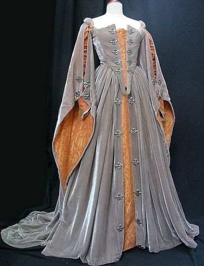 Elizabeth's Grey Gown (Elizabeth, 1998) Thinking if I shorten the front this would make a SWEET riding dress!